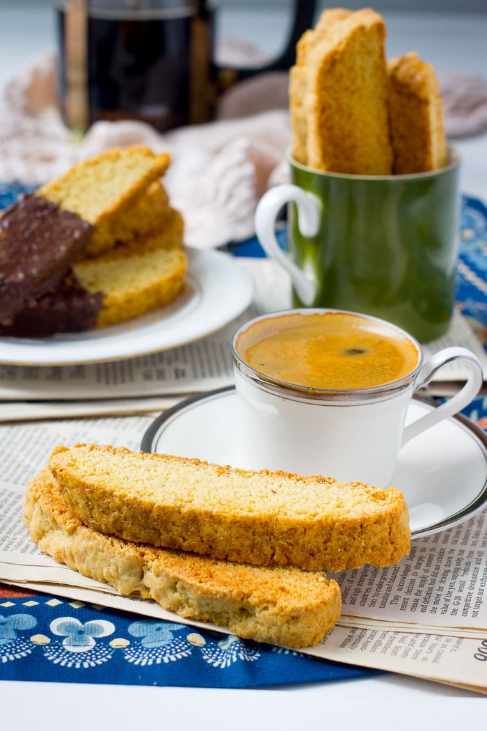 Basic biscotti plated with coffee