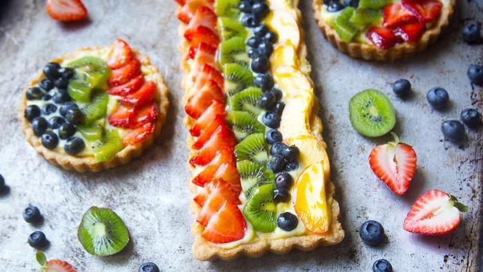 Fruit tart with mini fruit tarts made with custard